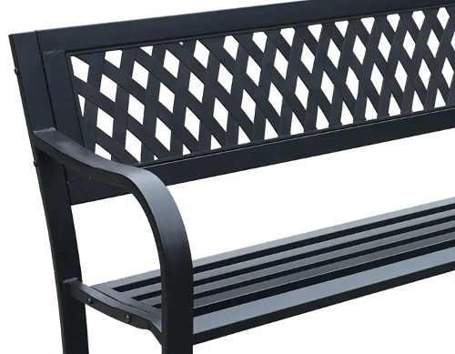 Kovová záhradná lavička s plastovou výplňou