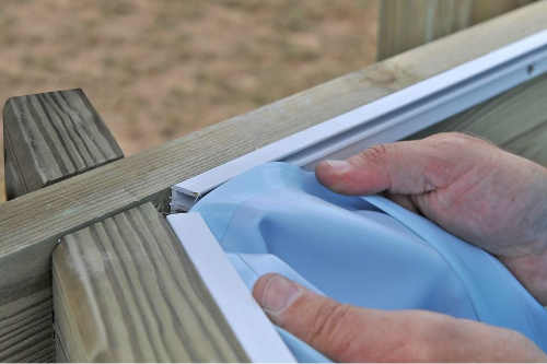 Pripevnenie bazénovej vložky k drevenému rámu